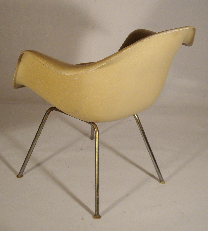 Des chaises design vintage des ann es 1950 80 de for Fauteuil eames tissu