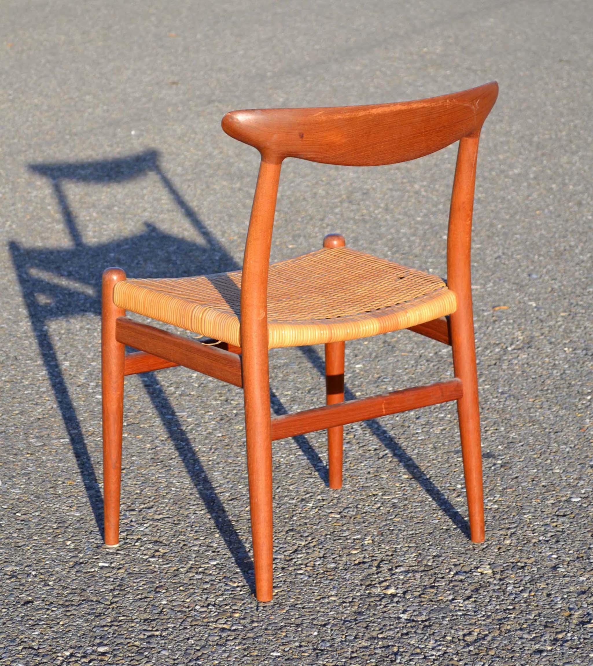 refaire assise de chaise posez le cannage rnover une chaise en changeant le tissu de luassise. Black Bedroom Furniture Sets. Home Design Ideas