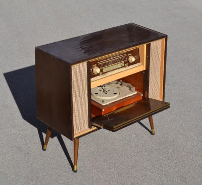 meuble radio annee 60 table de lit a roulettes. Black Bedroom Furniture Sets. Home Design Ideas