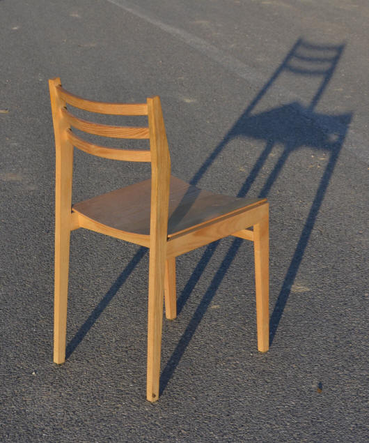 et dossier un peu tach. Black Bedroom Furniture Sets. Home Design Ideas