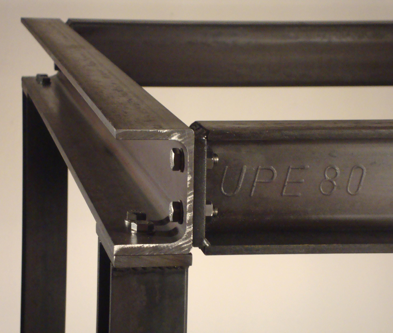 camarades travailleurs c 39 est la lutte finale l 39 usine est ferm e mettons l 39 usine dans le. Black Bedroom Furniture Sets. Home Design Ideas
