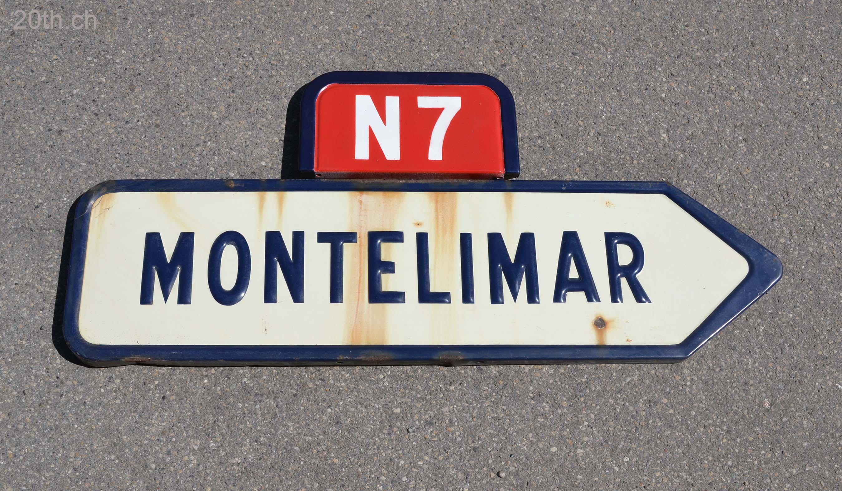 Favori Bornes_et_signalisation_ancienne_sur_la_route_nationale_7 FA19