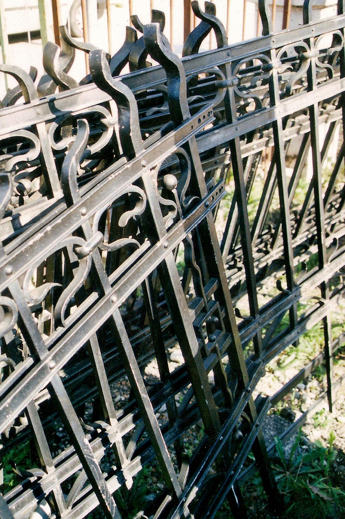 Ouvrages m talliques d j r alis s par schul m tal balustrades vitrages for Barriere de jardin metallique