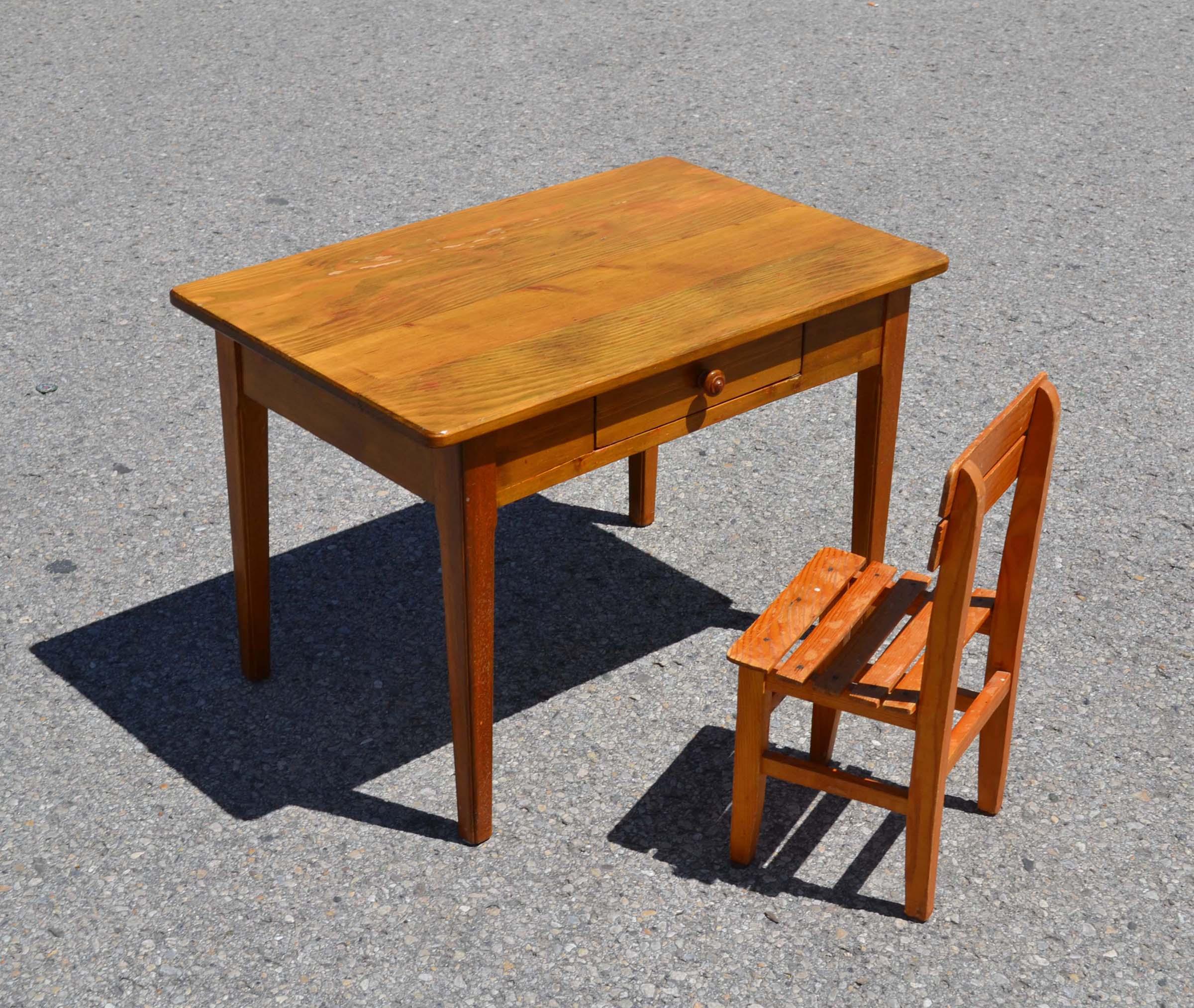 Mobilier Vintage Pour Enfants Chaises Tables Coffres à