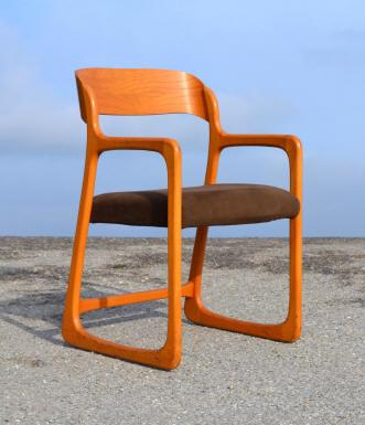 jolie chaise avec accoudoirs de marque baumann mod le. Black Bedroom Furniture Sets. Home Design Ideas