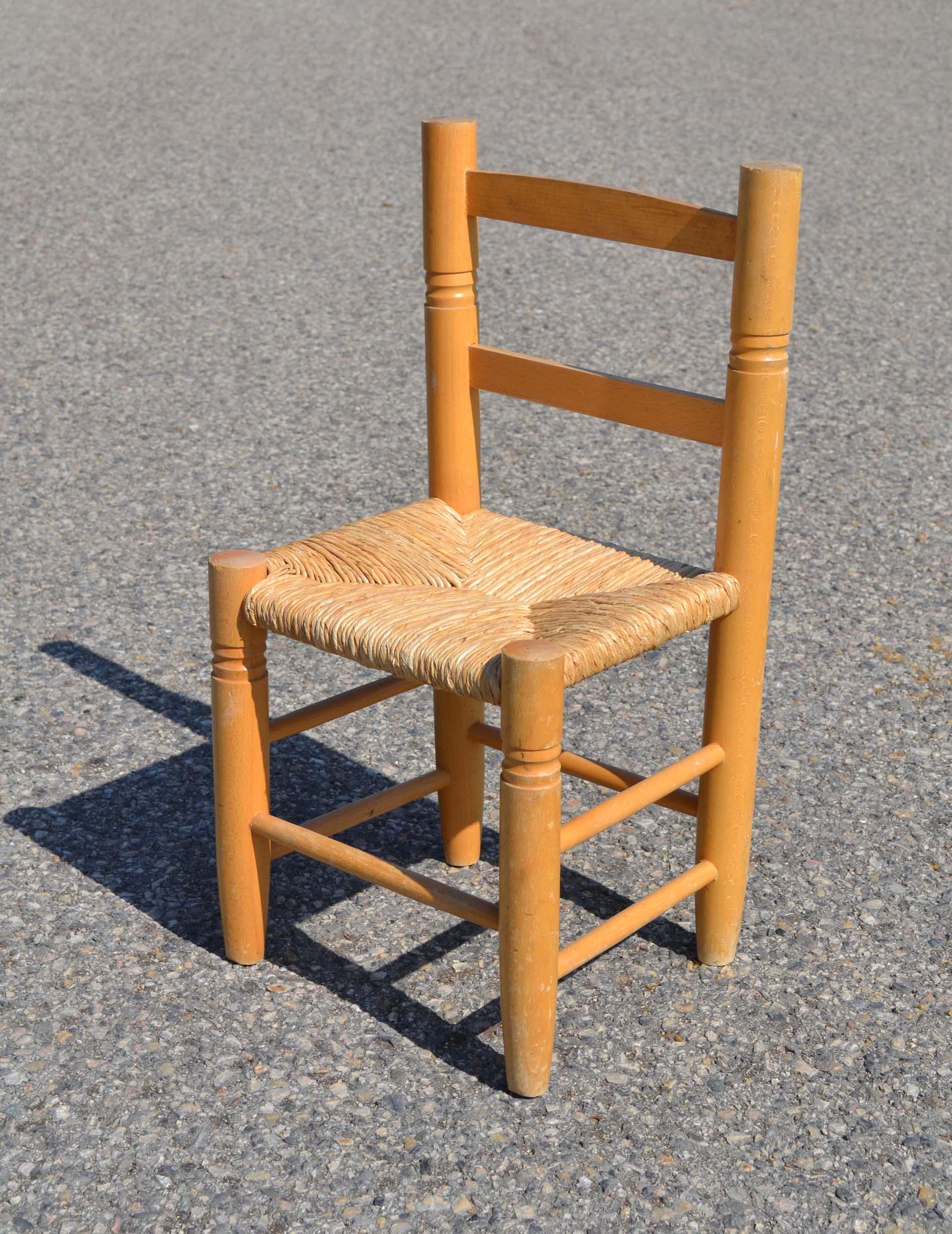 chaises d 39 enfants de fabrication r cente a gauche design arrondi et robustelabel i 39 m toy. Black Bedroom Furniture Sets. Home Design Ideas
