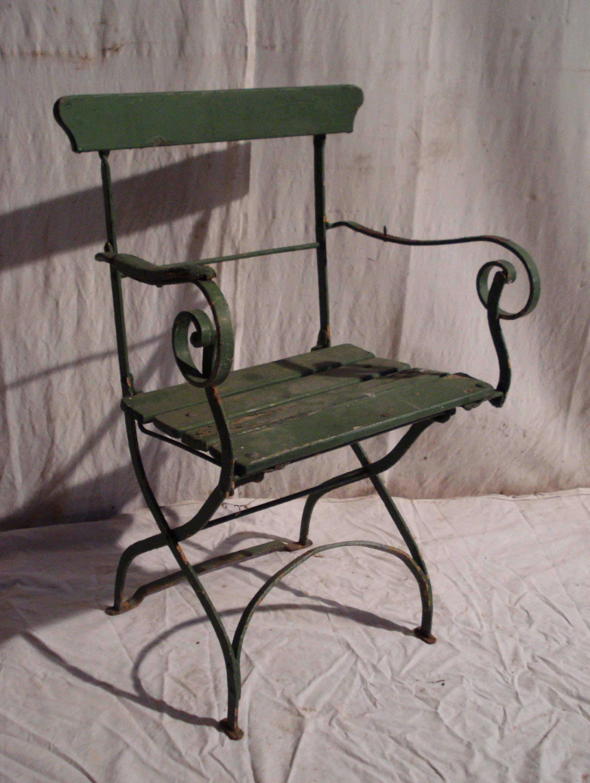 Mobilier de jardin ancien vendu - Chaise ancienne avec accoudoir ...