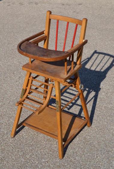 chaises hautes de b b en bois pliables ann es 50 60 le bambin peut manger la table. Black Bedroom Furniture Sets. Home Design Ideas