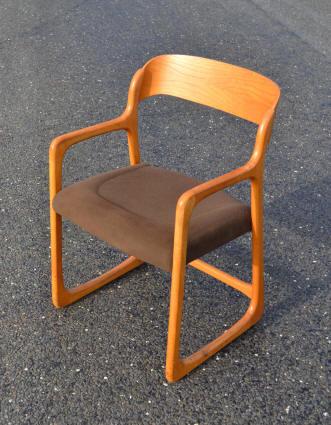 jolie chaise avec accoudoirs de marque baumann mod le tra neau d 39 inspiration nordique. Black Bedroom Furniture Sets. Home Design Ideas