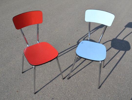 Mobilier vintage en formica le style populaire des ann es 1960 for Chaise rouge et bleue