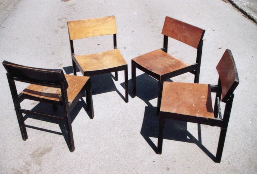 Des chaises design vintage des ann es 1950 80 de designers connus mais au - Chaise design suisse ...