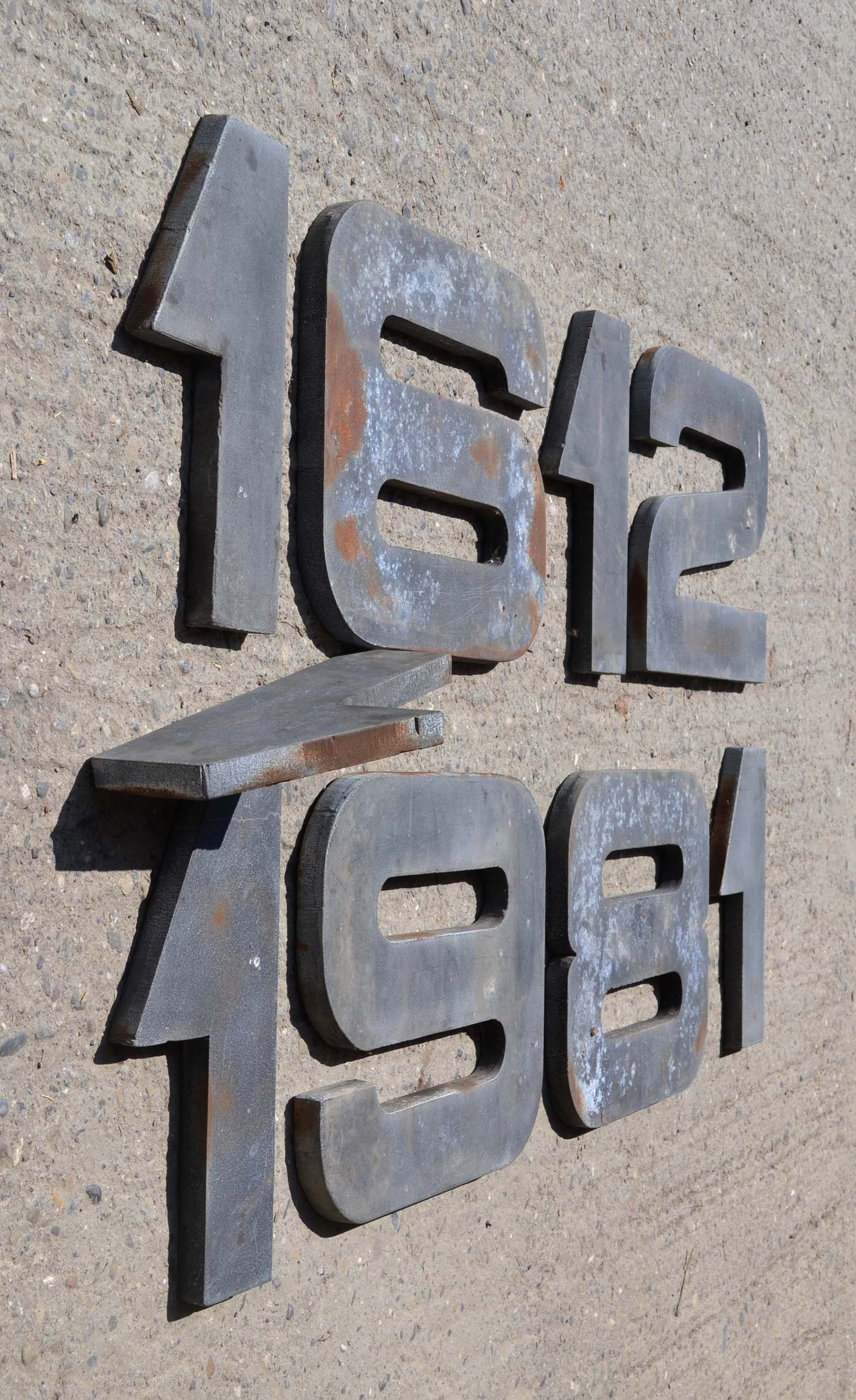 des lettres d 39 enseigne vintage lettres d pareill es. Black Bedroom Furniture Sets. Home Design Ideas