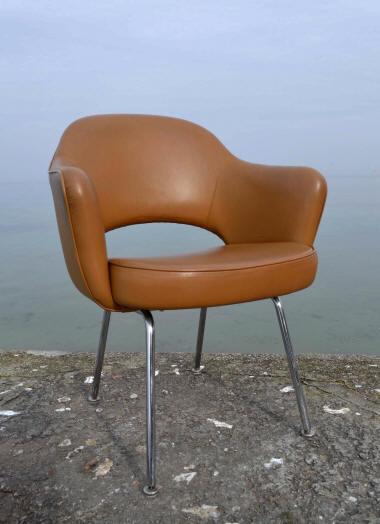 fauteuil conf rence cr par saarinen dans les ann es 1950 ce mod le est peut tre des. Black Bedroom Furniture Sets. Home Design Ideas