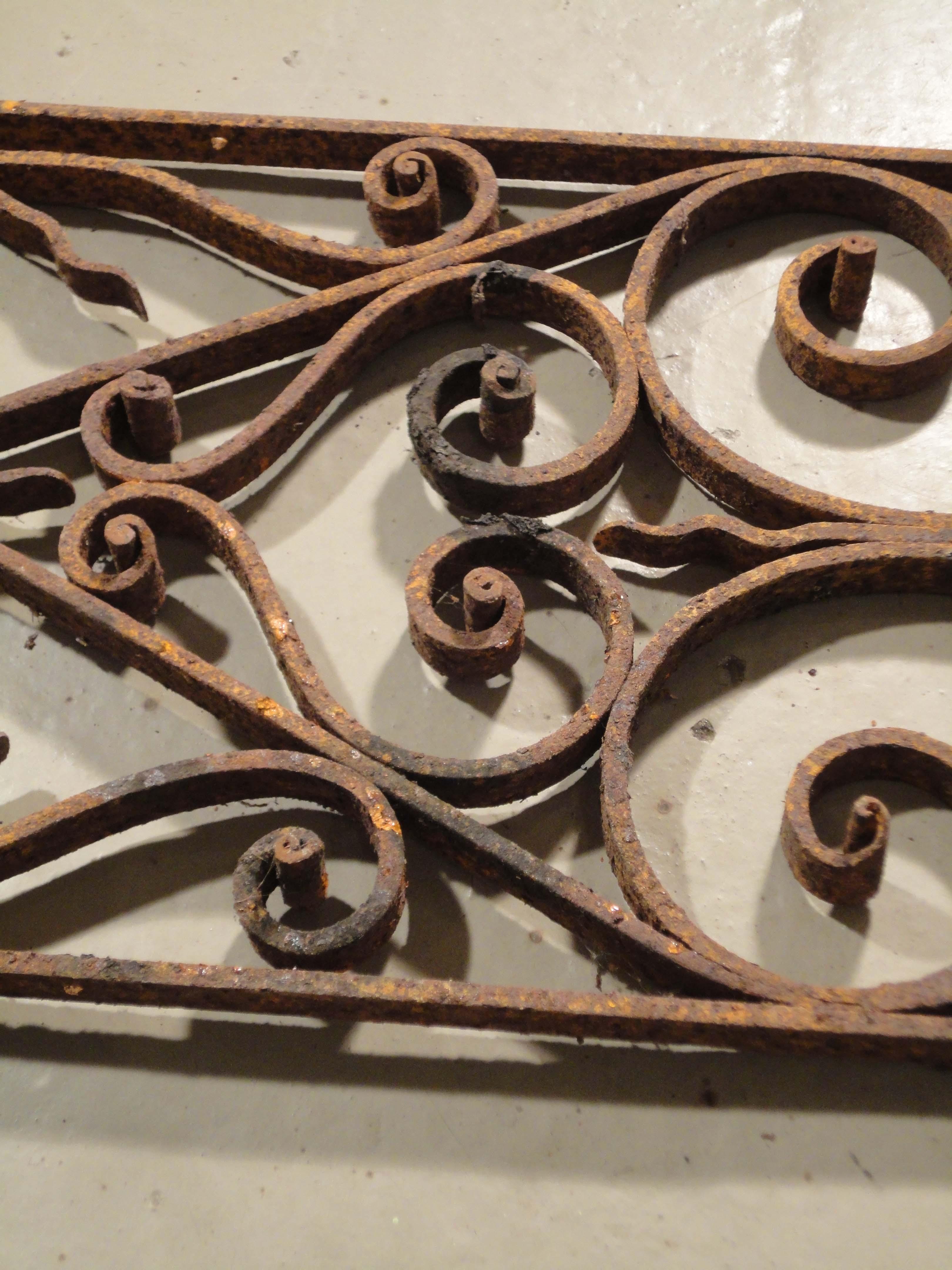 Grilles de portes anciennes for Grille de porte fer forge