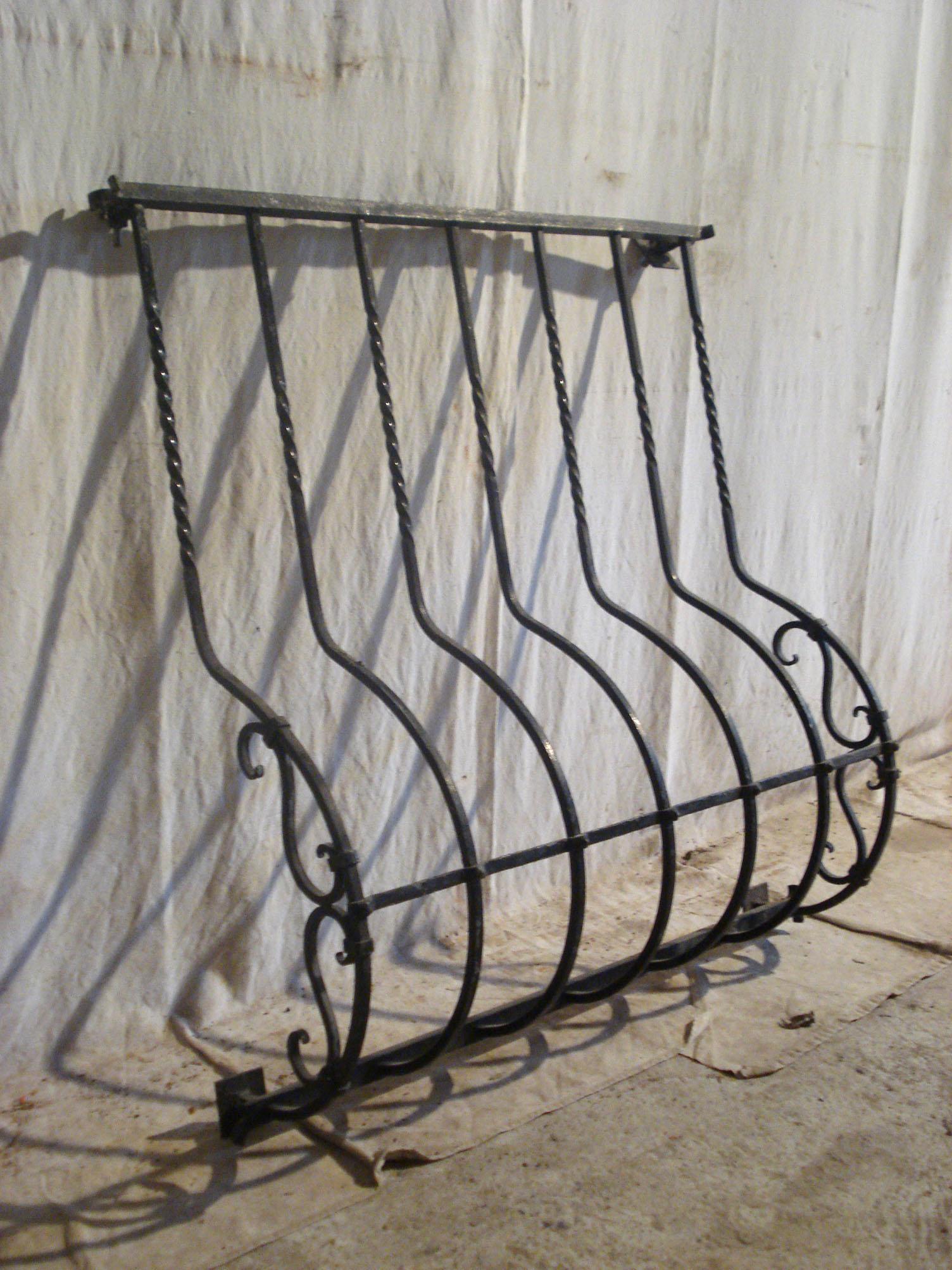 Grilles de protection de fen tres anciennes for Modele de grillage pour fenetre