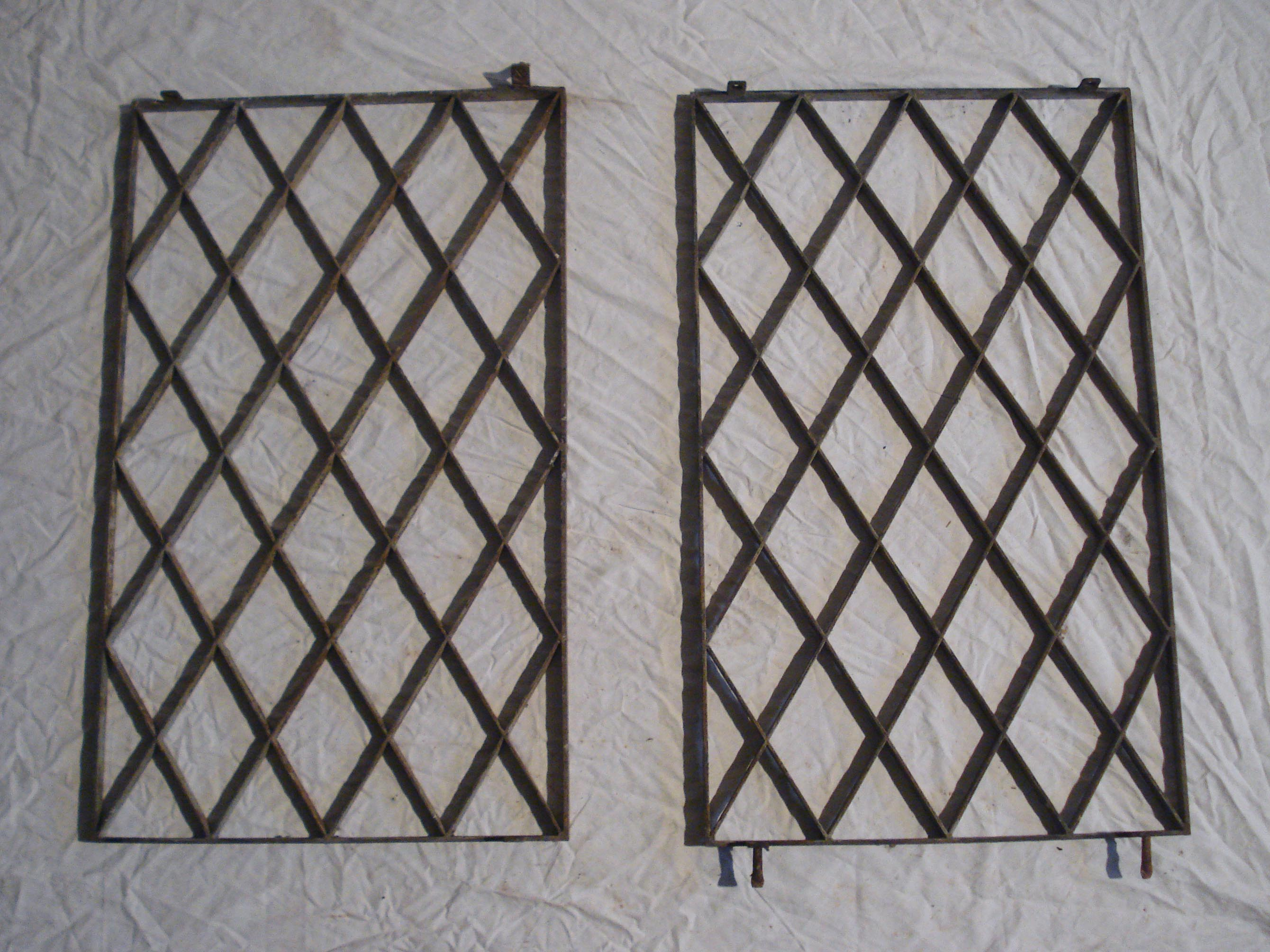 Grilles de protection de fen tres anciennes for Fenetre losange