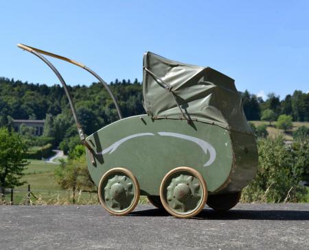Bon Lundi   ... ASSOMPTION   Kinderwagen_marke_Erika_1940_small