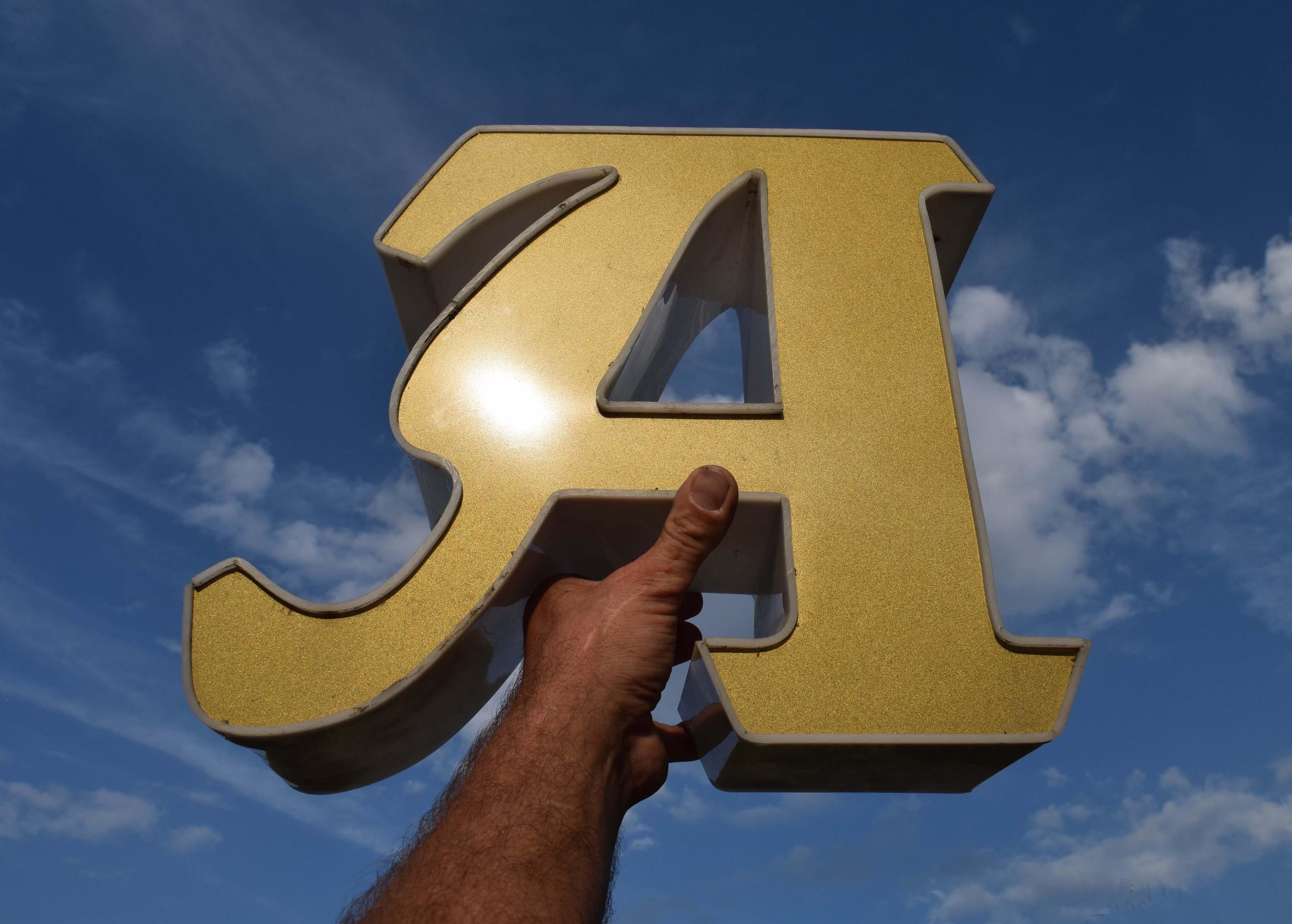 des lettres d 39 enseigne vintage lettres d pareill es lumineuses lettres en t le avec typo. Black Bedroom Furniture Sets. Home Design Ideas