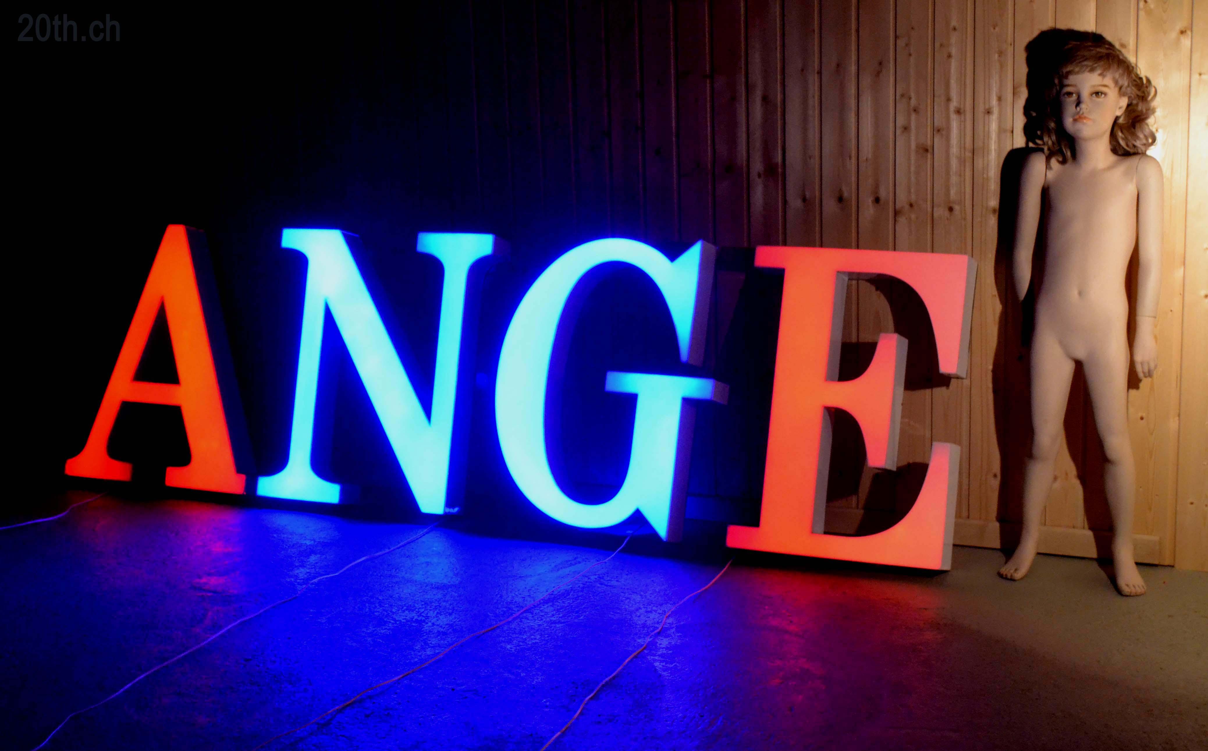 Des lettres d 39 enseigne vintage lettres d pareill es lumineuses lettres - Lettre enseigne vintage ...