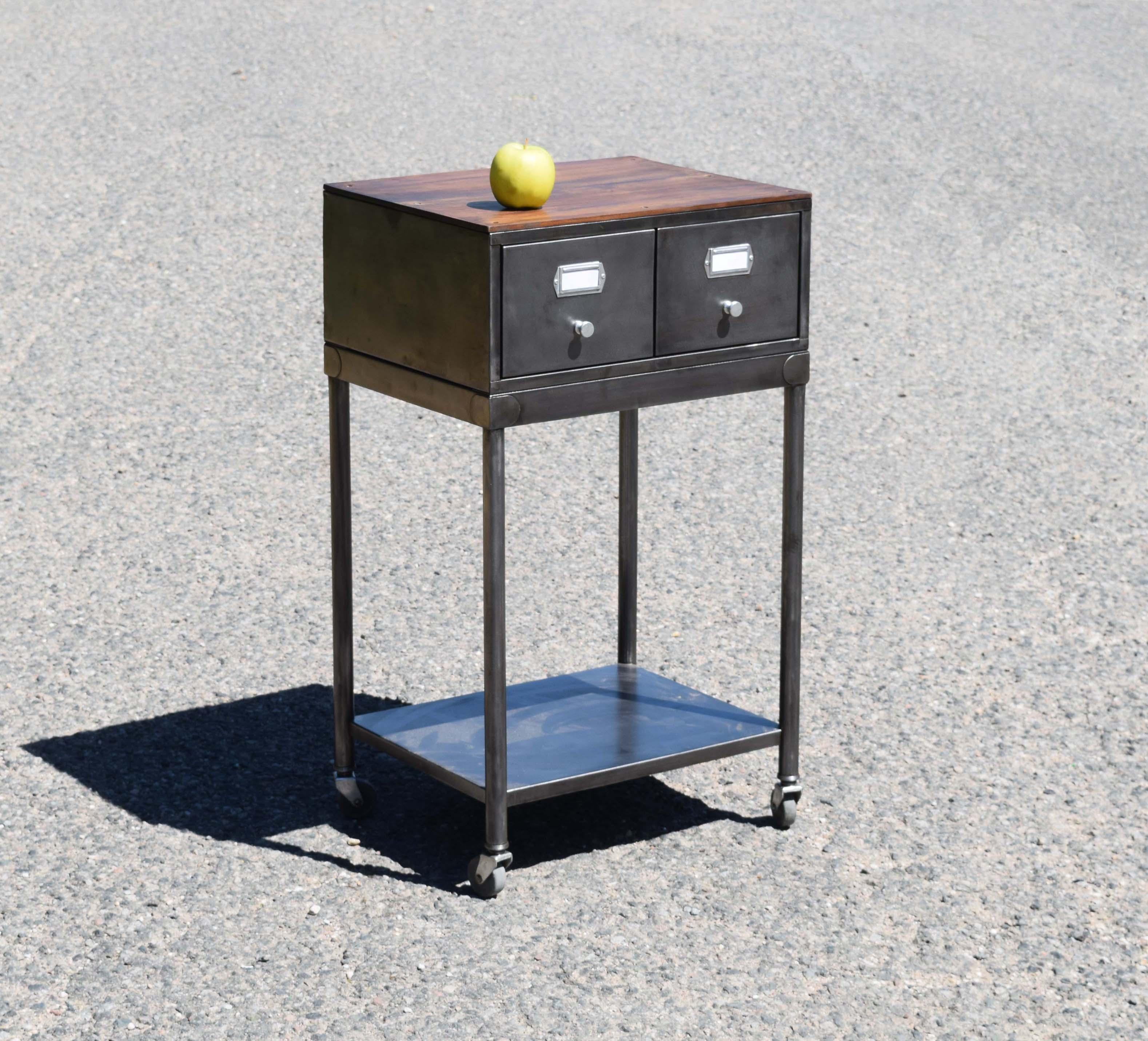 Mobilier industriel ancien chaises meubles tiroirs caisseettes zingu es for Meuble 60x40