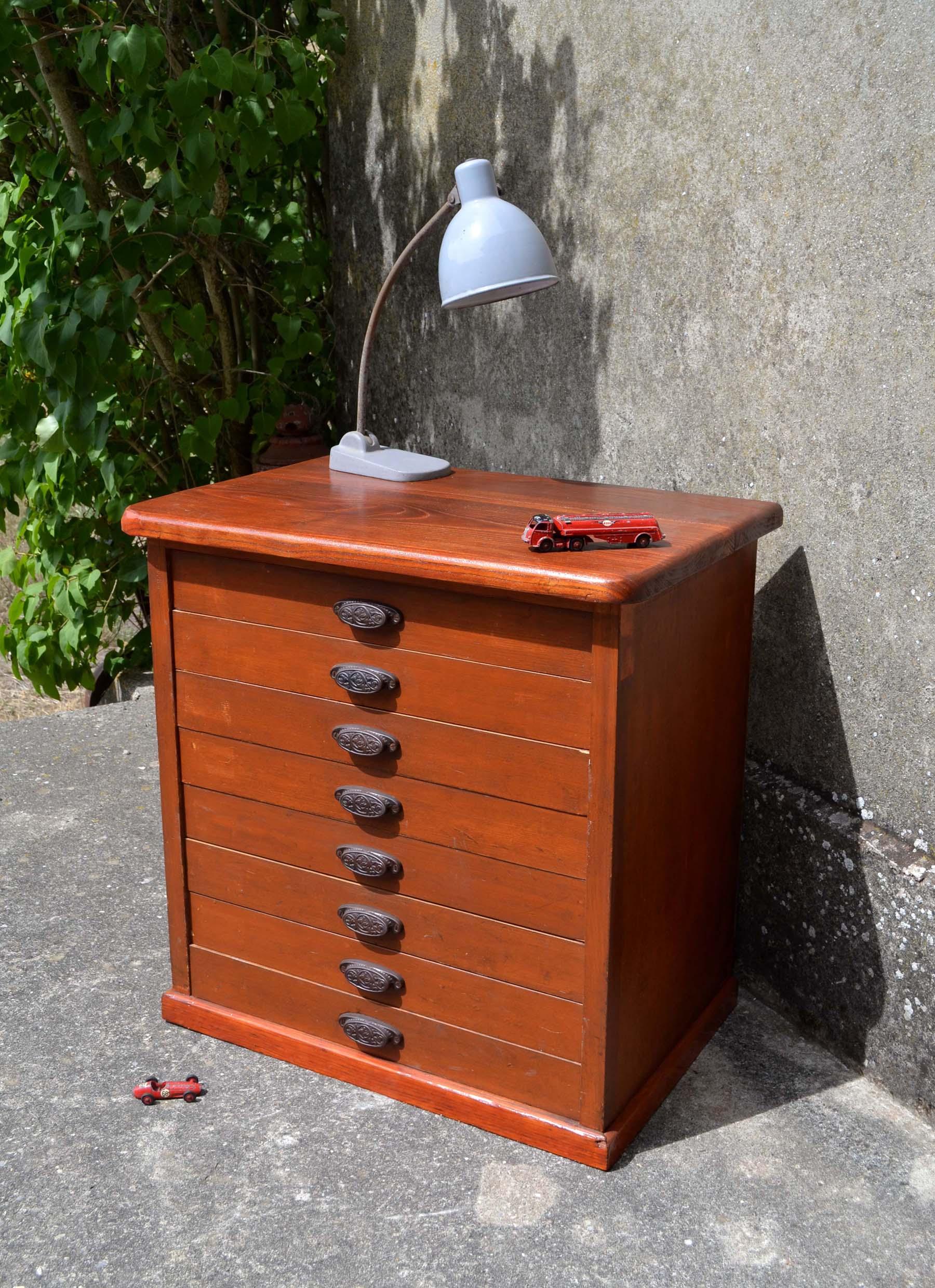 Mobilier industriel ancien chaises meubles tiroirs for Meuble a tiroir ancien