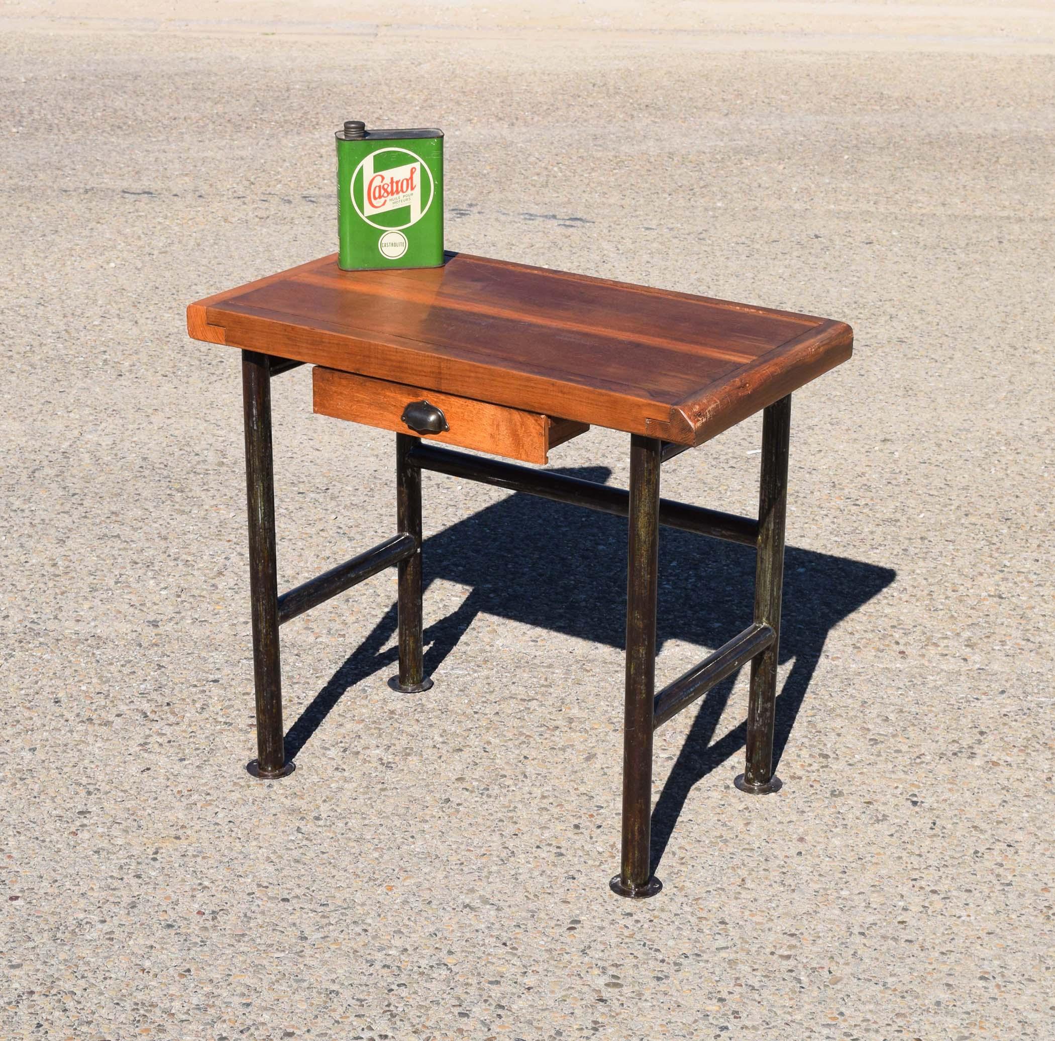 Mobilier industriel ancien chaises meubles tiroirs for Petit meuble en bois brut