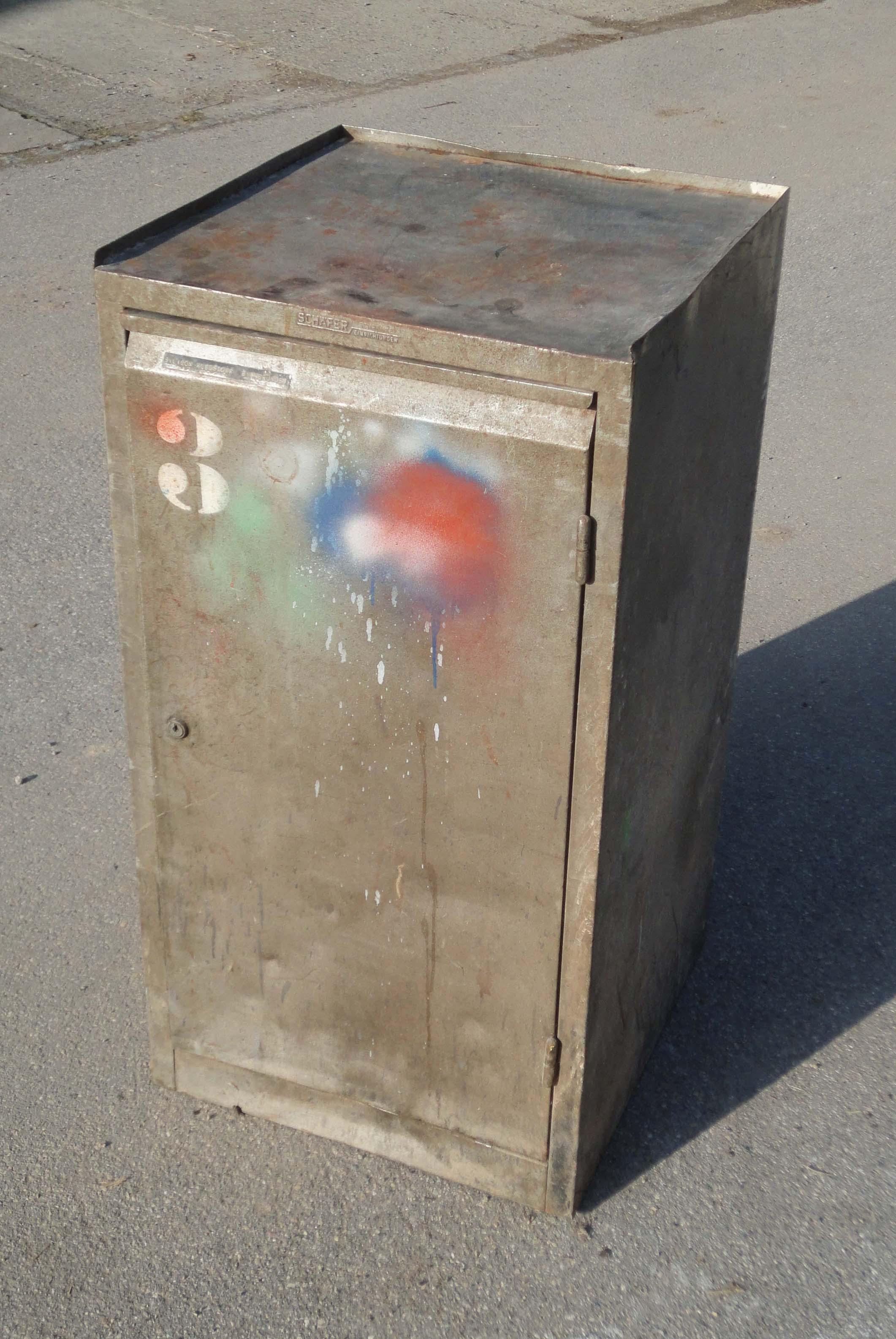 Rrrr - Petit meuble metallique ...