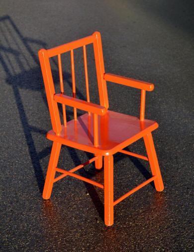 Mobilier vintage pour enfants chaises tables coffres - Chaise enfant accoudoir ...