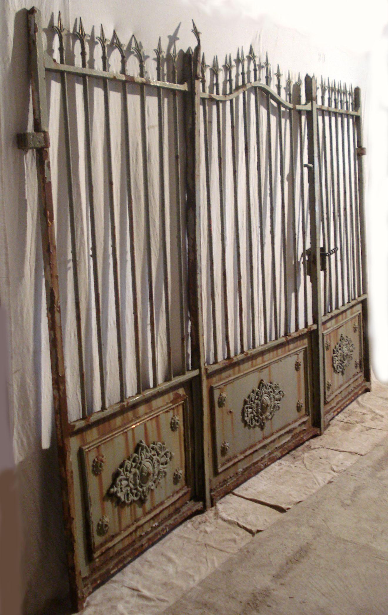 portails anciens en fer forg. Black Bedroom Furniture Sets. Home Design Ideas