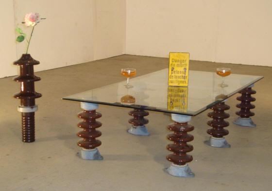 Mobilier design r cup r alis partir d 39 anciens isolateurs haute tension - Idee table basse recup ...