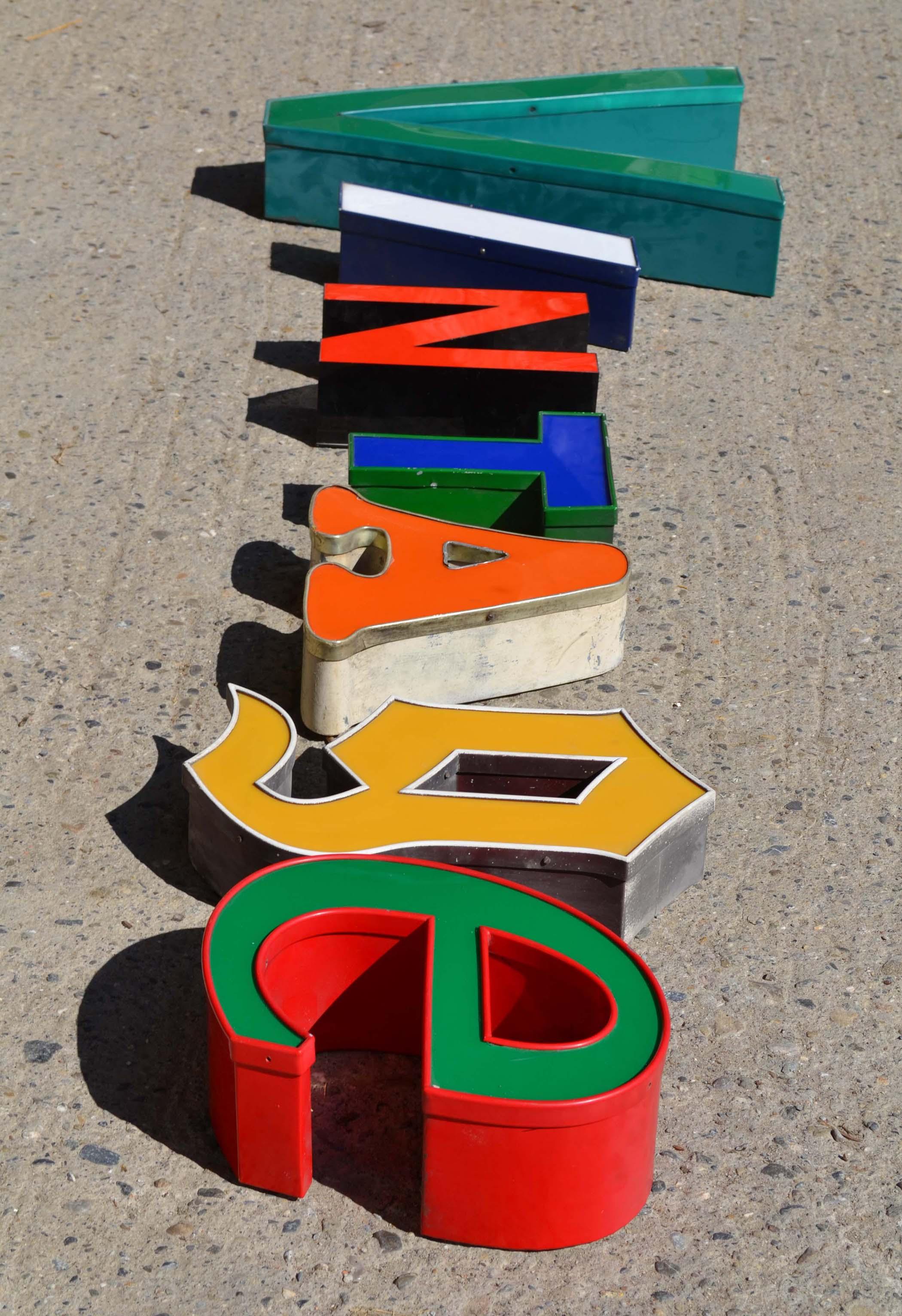 Des lettres d 39 enseigne vintage lettres d pareill es for Enseigne deco