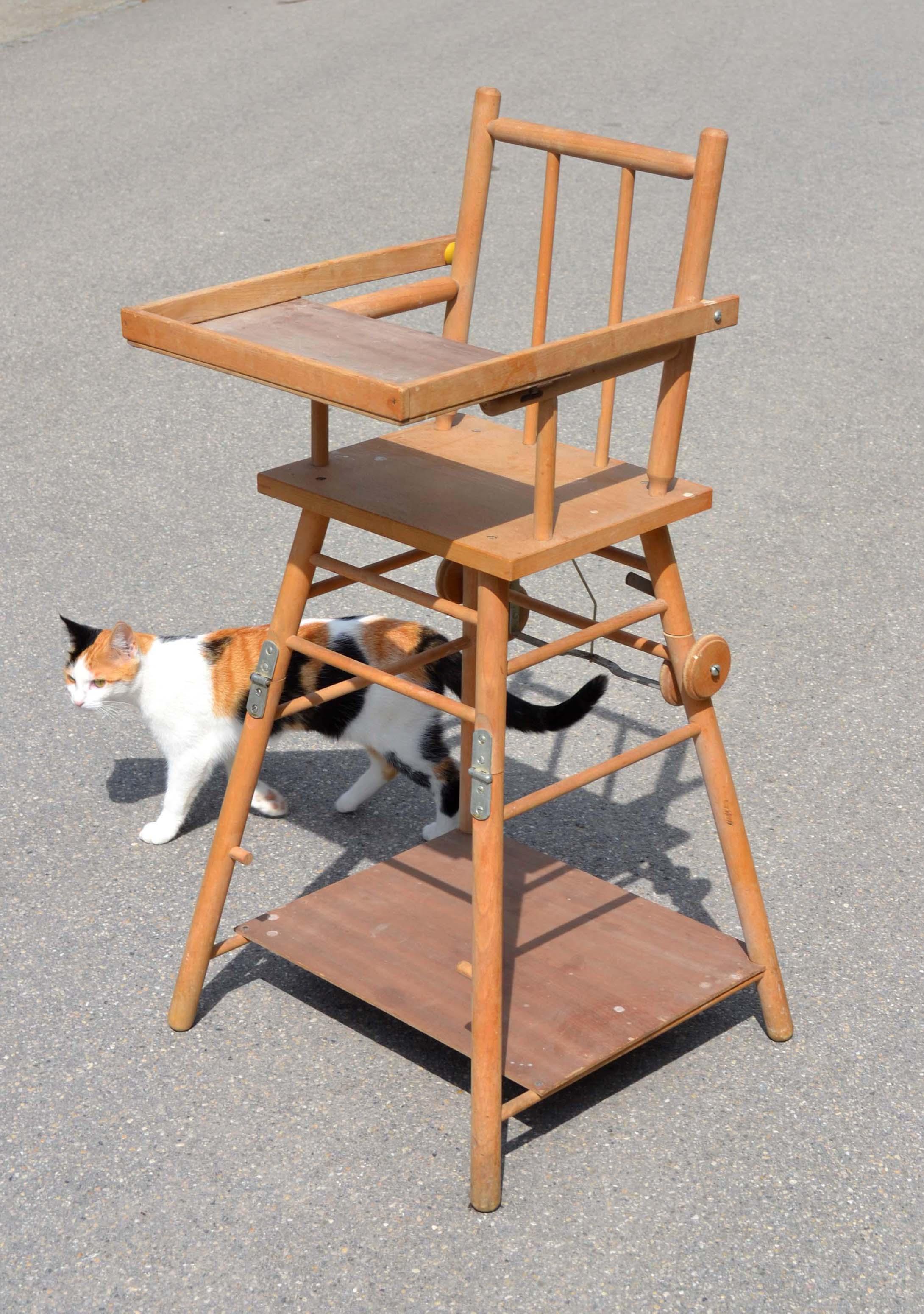 Chaise En Bois Repeinte mobilier vintage pour enfants: chaises tables coffres à