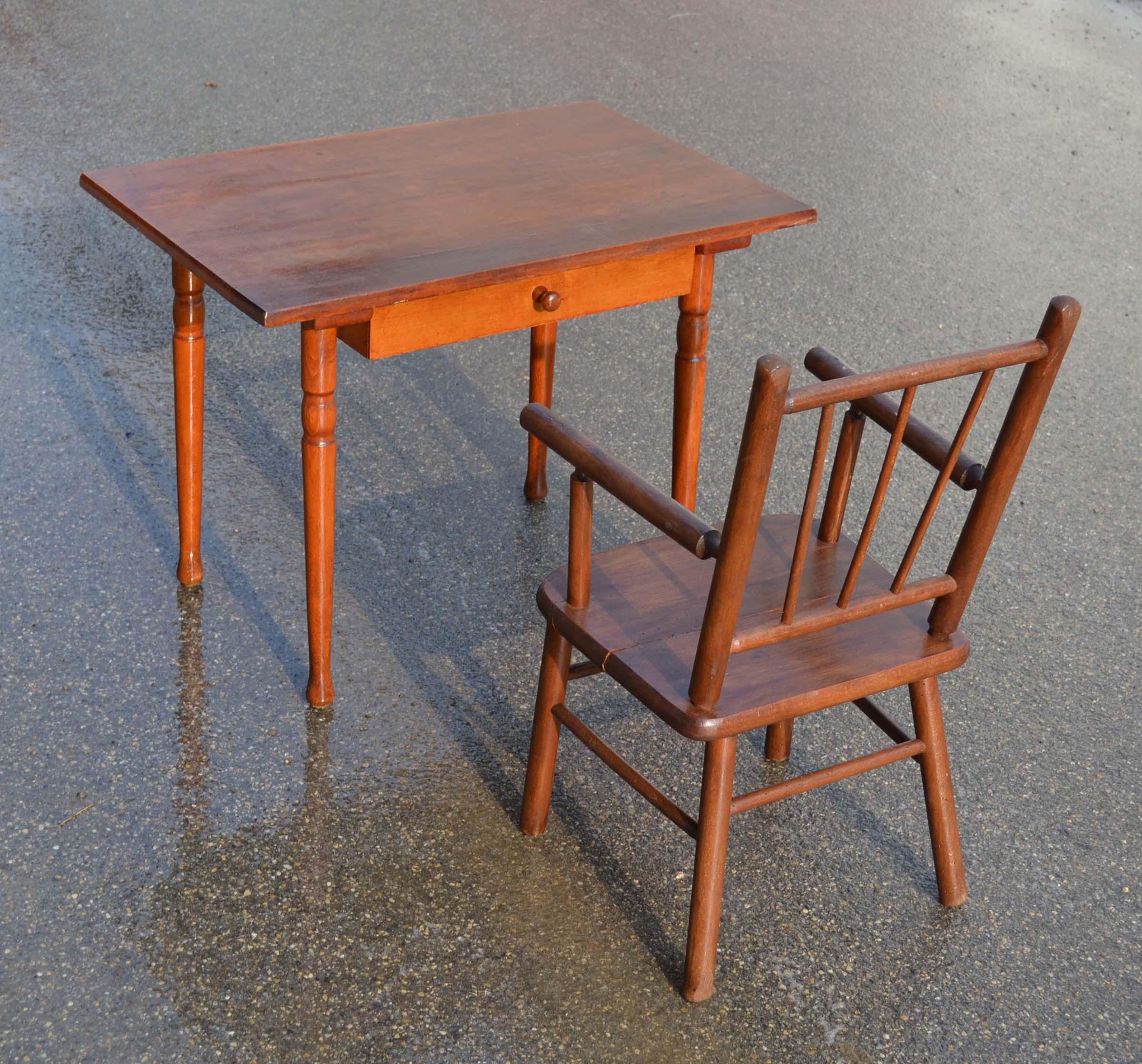 Mobilier Vintage Pour Enfants Chaises Tables Coffres A Jouets